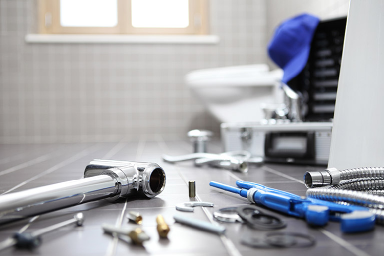hire trained plumber for emergency plumbing services